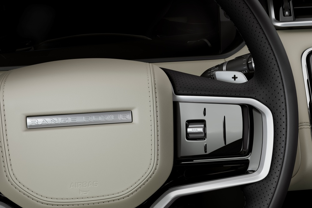 Steering wheel design with integrated smart buttons and hands on wheel detection feature - 全新加强型内装创造沉浸式体验,Range Rover Velar 正式在大马发售!
