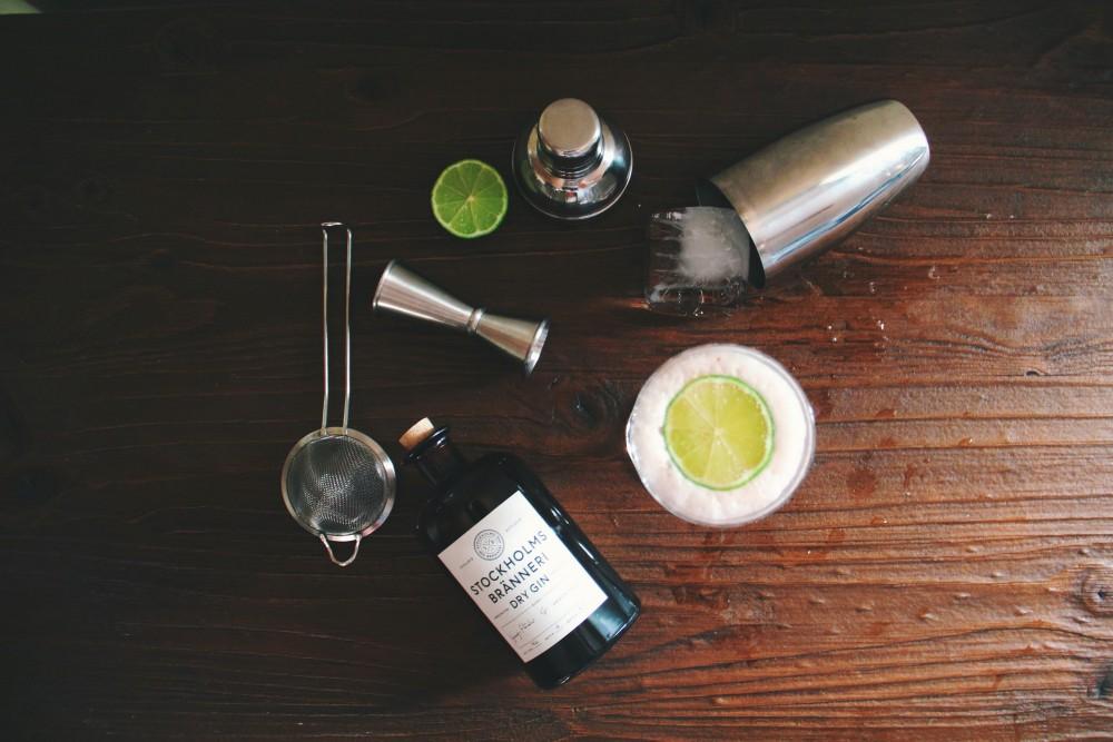 essential home bar tools john fornander unsplash - Home Bar 居家调酒的必备用具!