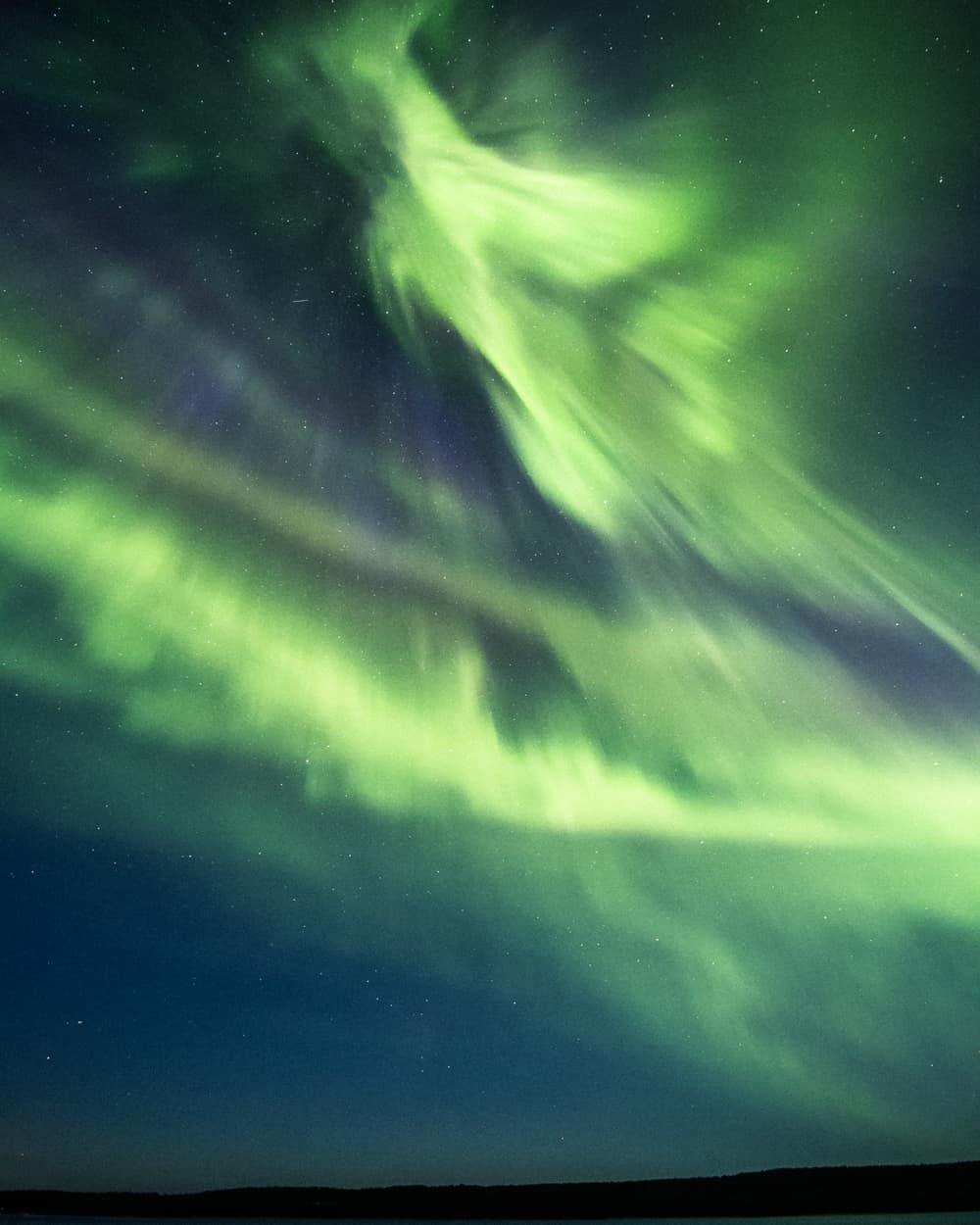 green northern lights like a dragon - 带上你最爱的人到芬兰Rovaniemi看浪漫的北极光!