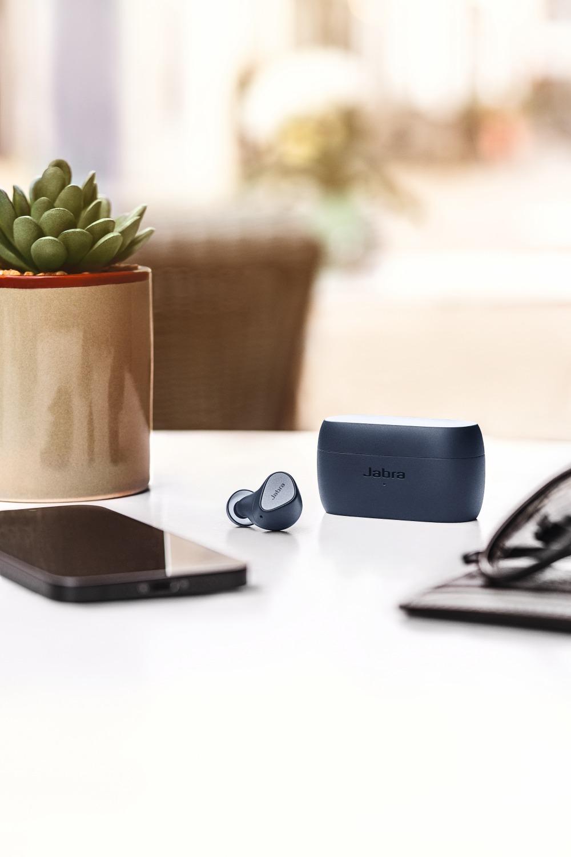 jabra elite 3 navy contextual desk 1 large - Jabra 打造新时代Elite真无线耳塞式耳机!