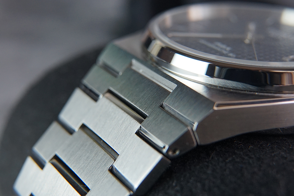 tissot prx powermatic 80 automatic bracelet 1 - 编辑试戴   当红爆款 复古却酷炫的 Tissot PRX Powermatic 80